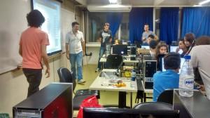 Anderson Antunes, ensinando a programar no Robô Fun.